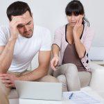 V případě dluhů, které vznikly společně manželům během trvání manželství, pak zákon přímo vyžaduje, aby proběhlo právě společné oddlužení manželů.