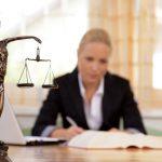 """Soudní oddlužení, nebo také lidověji """"osobní bankrot"""" je jednou z možností, jak vyřešit vysoké dluhy. Soud může povolit oddlužení formou zpeněžení majetku nebo formou splátkového kalendáře."""