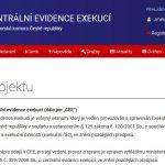 Žádná veřejně dostupná databáze exekucí a dlužníků v exekuci, ve které by se dalo vyhledávat zdarma, neexistuje. Vyhledávání v oficiálním registru exekucí CEE je zpoplatněno.