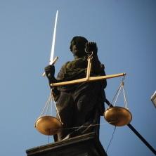 Můžete se obrátit na kteréhokoliv exekutora (exekutorský úřad). Exekutor pak na základě pravomocného rozsudku sepíše návrh na nařízení exekuce