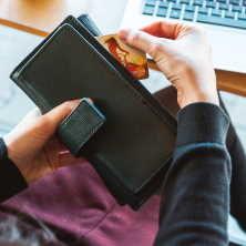 Při exekuci na účet v bance, také může nastat situace, kdy máte na účtu povolený kontokorent nebo máte kreditní kartu.