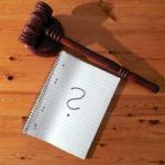 Exekuci je možné zahájit tak, že se obrátíte na některého exekutora a podáte návrh na zahájení exekuce. K tomu potřebujete platný exekuční titul (pravomocné a vykonavatelné rozhodnutí soudu). Exekutor se následně obrací na soud a ten do 15 dní rozhodne o zahájení exekuce. Pak může exekutor začít vymáhat dluh.